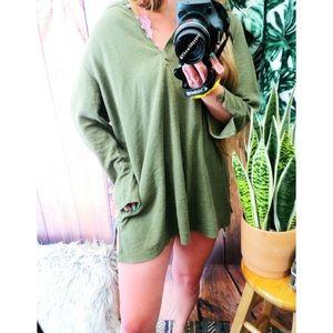 Vintage sage green henley knit sweater 🍃